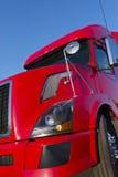 Modern röd halv lastbil royaltyfri foto