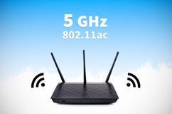 Modern radiowi-fi router med 5GHz och 802 normal 11ac Arkivbilder