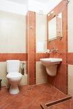 modern red för badrumfärg fotografering för bildbyråer