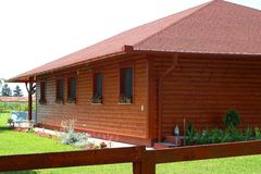 Modern, reddish wooden summer house at the lake's shore in Europ royalty free stock photos