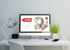 Modern ren workspace med websiten för uttrycklig leverans på skärmen Royaltyfria Foton