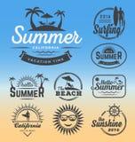 Modern retro gradbeteckning för sommarferier stock illustrationer