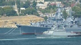 Modern Russisch raketoorlogsschip stock videobeelden