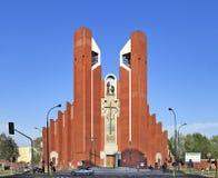 Modern sacral arkitektur - kyrka för St Thomas Apostle i Warszawa, Polen Arkivfoton