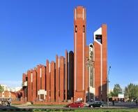 Modern sacral arkitektur - kyrka för St Thomas Apostle i Warszawa, Polen Fotografering för Bildbyråer