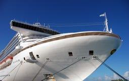modern ship för kryssning Arkivbilder