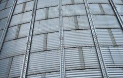 Modern silo för att lagra kornskörden Arkivbilder