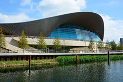 Modern simbassängbyggnad Royaltyfri Foto