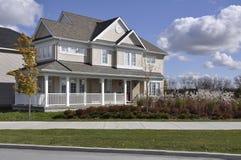 Modern Single Dwelling Home on Quiet Street Royalty Free Stock Photos