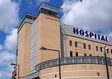 Modern sjukhusbyggnad Royaltyfri Bild