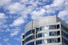 modern sky för blå byggnad Arkivfoto