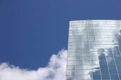 modern sky för blå byggnad Arkivfoton