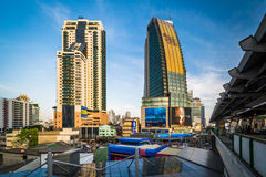 Modern skyscrapers in the Sukhumvit district, in Bangkok, Thaila Stock Photo
