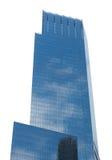 Modern skyskrapa som isoleras på vit royaltyfri foto