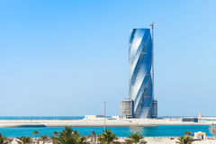 Modern skyskrapabuildingunderkonstruktion i Manama Arkivfoton