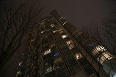 Modern skyskrapabyggnadsnatt Royaltyfri Fotografi