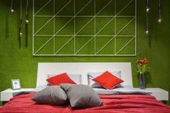 Modern slaapkamer binnenlands, tweepersoonsbed Stock Foto