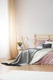 Modern slaapkamerontwerp stock afbeelding