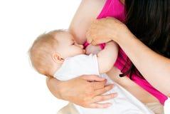 Modern som breastfeeding, behandla som ett barn Royaltyfri Foto