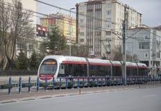 Modern spårvagn i det nya området av Kayseri kalkon Royaltyfri Bild