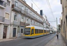 Modern spårvagn i LIsbon royaltyfri foto