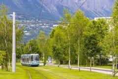Modern spårvagn på gatorna av den Grenoble staden, Frankrike Arkivbild