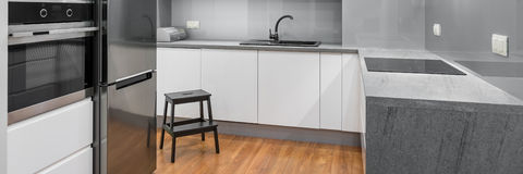 Modern and spacious kitchen Royalty Free Stock Images