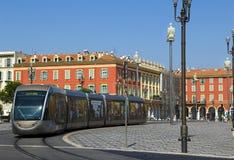 Modern spårvagn i mitten av Nice, Frankrike Royaltyfri Fotografi