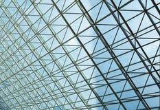 Modern stålstruktur och genomskinligt glass tak Fotografering för Bildbyråer