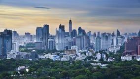 Modern stad i en grön miljö, Suan Lum, Bangkok, Thailand Royaltyfri Bild