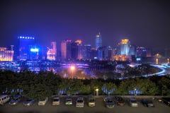 Modern stad på natten, Nanning, Kina Arkivfoto