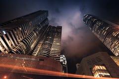 Modern stad på natten, skyskrapor, Hong Kong Arkivfoton