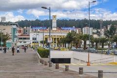 Modern stads- plats på Quito, Ecuador Royaltyfria Bilder