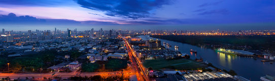 Modern stads- stad, Bangkok, Thailand. Royaltyfri Bild