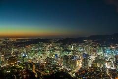 Modern stads- stad på natten Royaltyfri Fotografi