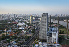 Modern stads- stadshorisont, Bangkok, Thailand. Arkivfoto