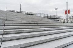 Modern stadsarkitektur, trappa, vit bakgrund fotografering för bildbyråer