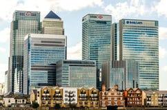 Modern stadshorisont från Thames River Arkivbilder
