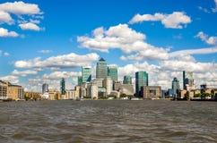 Modern stadshorisont från Thames River Royaltyfri Bild