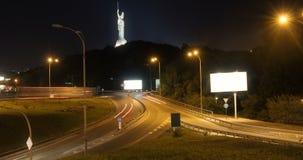Modern stadstrafik på natttimelapse stock video