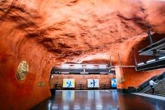 Modern station för Stockholm tunnelbanadrev i varma färger, Sverige Und Arkivbilder
