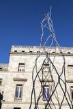 Modern staty Castellers för mänskligt torn på Placa de Sant Miquel Arkivfoto