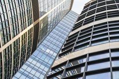 modern stigning för byggnader high arkivbilder