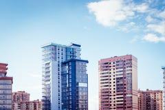 modern stigning f?r byggnader high royaltyfri bild