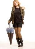 Modern stilfull kvinna med ett paraply fotografering för bildbyråer
