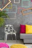 Modern stol och soffa arkivbilder