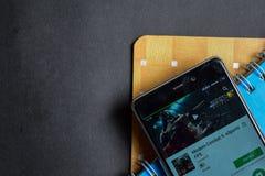 Modern strid 5: bärare app för eSports FPS app på den Smartphone skärmen arkivbilder