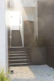 Modern svart trappa upp till restaurangen I Royaltyfri Fotografi