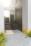 Modern svart trappa upp till restaurangen I Royaltyfria Foton