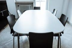modern tabell Arkivbild